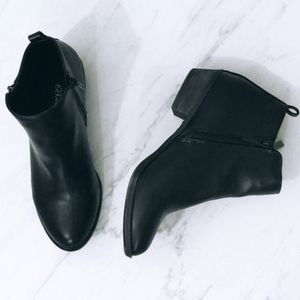 Breckelles | Zipper Ankle Booties / Size: 7.5